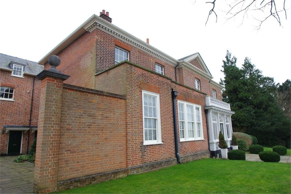 2 Bedrooms Town House for sale in Russells House, Greenbank Road, WATFORD, Hertfordshire
