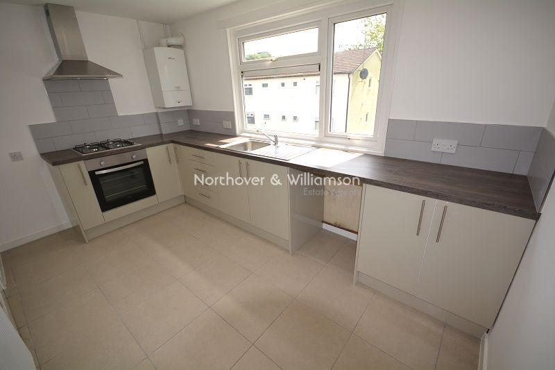 3 Bedrooms Flat for sale in Tedder Close, Llanishen, Cardiff. CF14