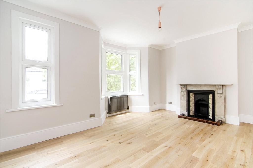 2 Bedrooms Flat for sale in Steele Road, London, E11