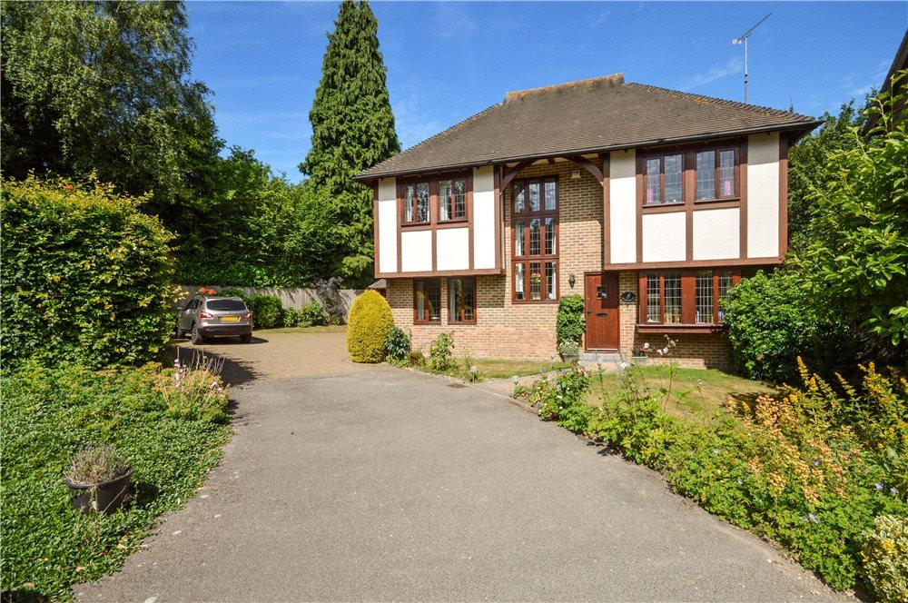 4 Bedrooms Detached House for sale in Clevedon Court, Green Lane, Challock, Ashford