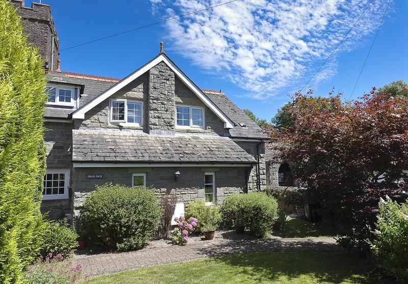 3 Bedrooms Semi Detached House for sale in St. Catwgs Close, Llangattock, Crickhowell, Powys.