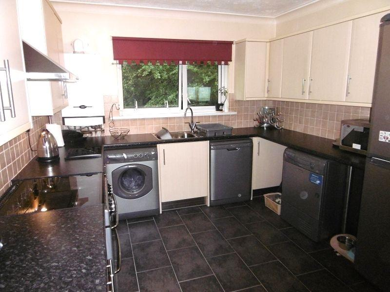 2 Bedrooms Flat for sale in March Hywel , Cilfrew, Neath, Neath Port Talbot.