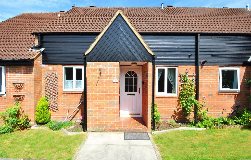 2 Bedrooms Bungalow for sale in The Beeches, Park Street, St. Albans, Hertfordshire