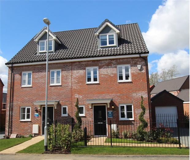 3 Bedrooms Town House for sale in Saxon Fields, Blofield, Norfolk
