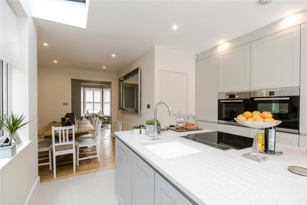 4 Bedrooms House for sale in Graham Road, London