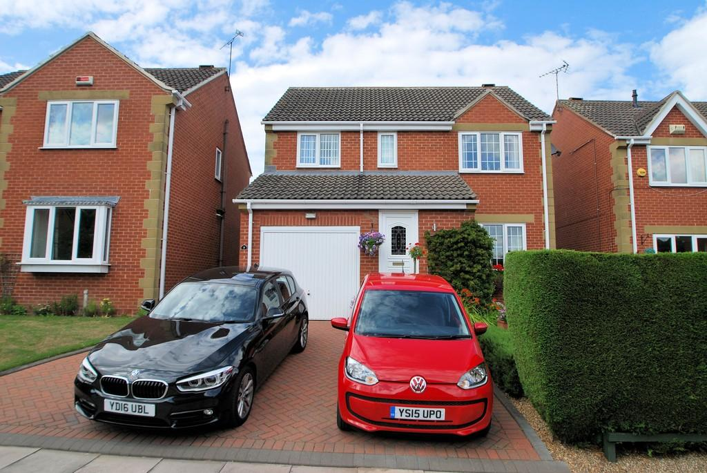 4 Bedrooms Detached House for sale in Huskar Close, Silkstone, Barnsley