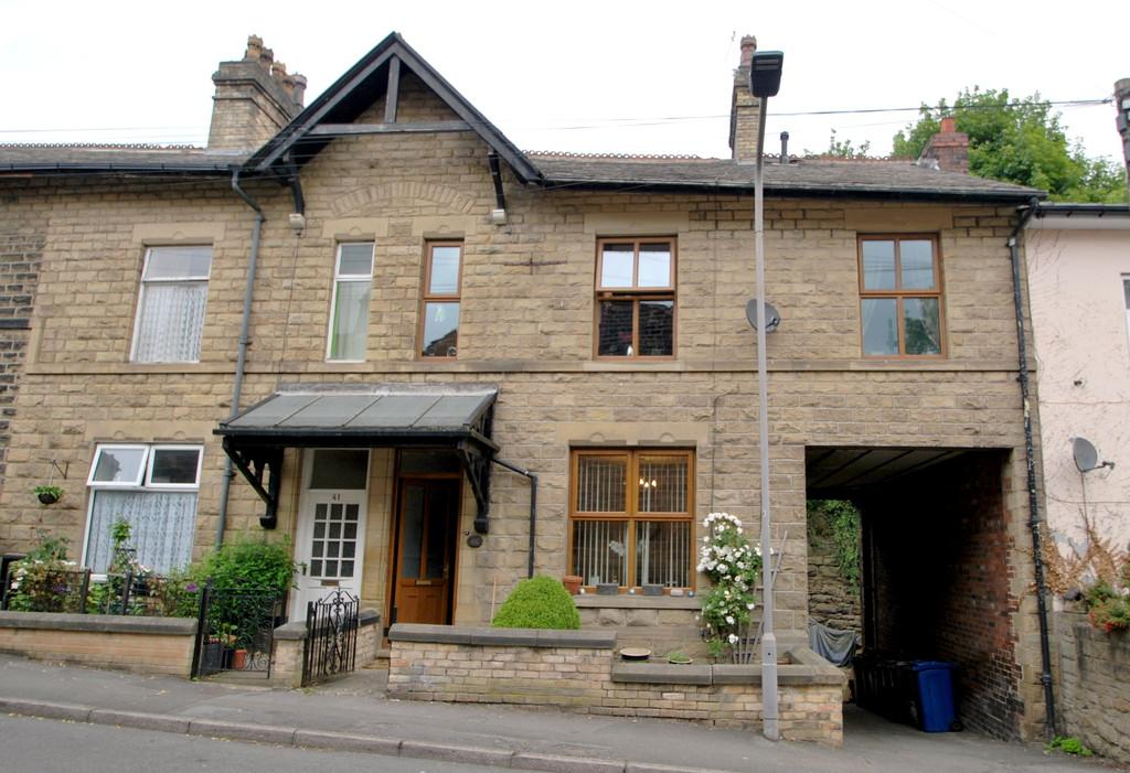 4 Bedrooms Terraced House for sale in Church Street, Penistone, Sheffield, S36 6AR