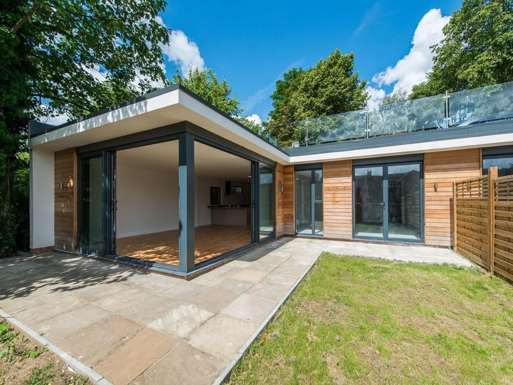 2 Bedrooms Semi Detached Bungalow for sale in WEST PURLEY