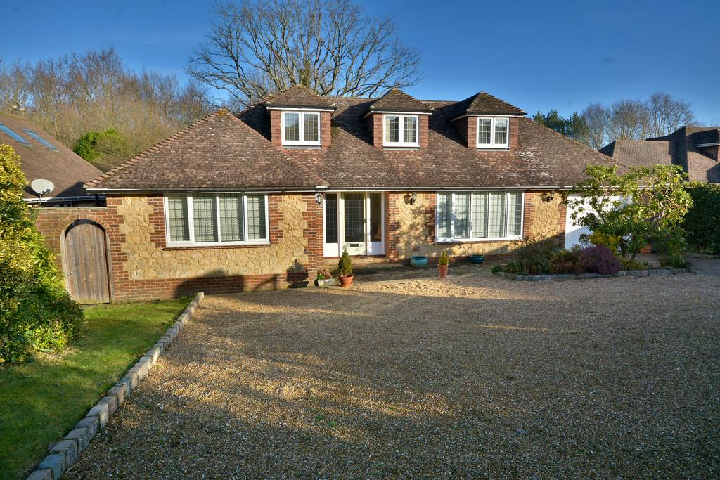 4 Bedrooms Chalet House for sale in West Chiltington