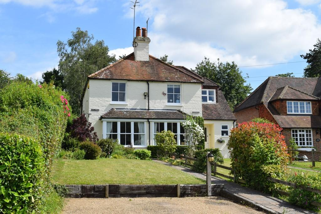 3 Bedrooms Semi Detached House for sale in Lords Hill Common, Shamley Green, Guildford GU5 0UZ