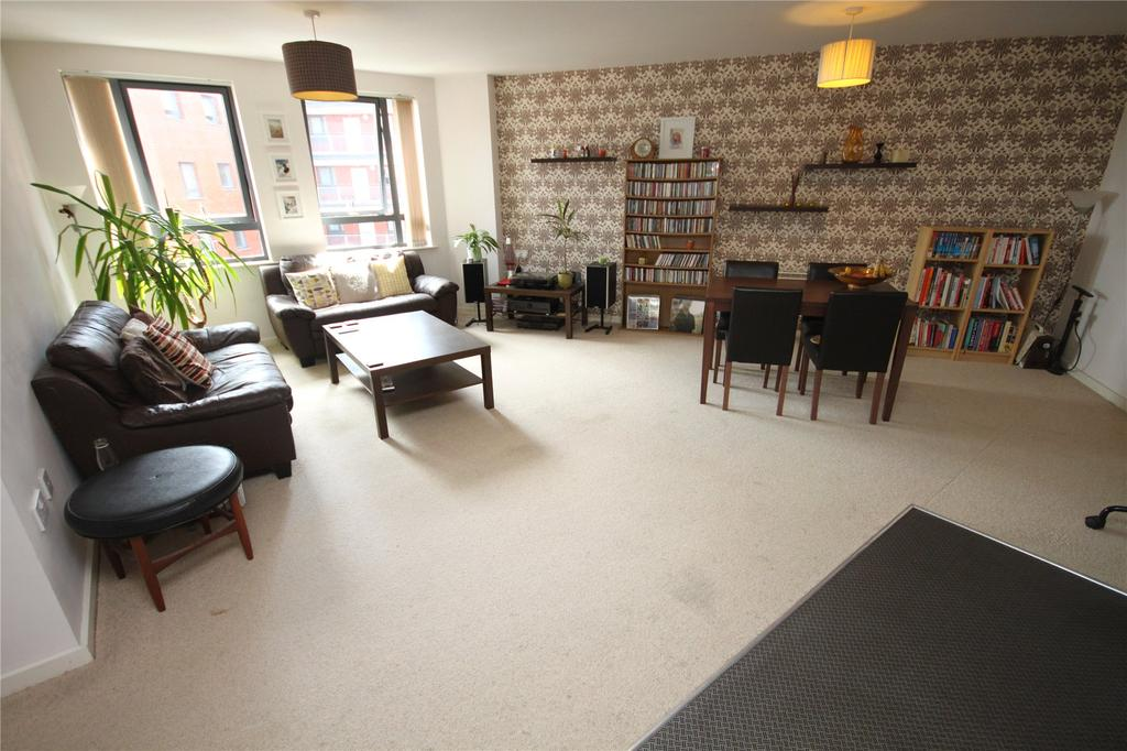 2 Bedrooms Flat for sale in City Gate III, Blantyre Street, Manchester, Greater Manchester, M15