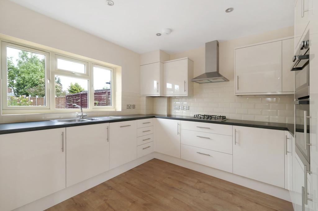 3 Bedrooms Terraced House for sale in Fartherwell Avenue, West Malling