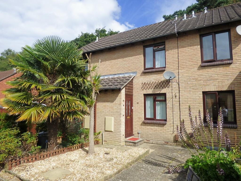 2 Bedrooms Terraced House for sale in CREEKMOOR