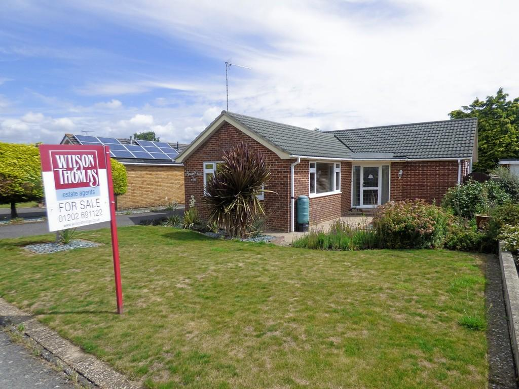 2 Bedrooms Detached Bungalow for sale in Merley, Wimborne