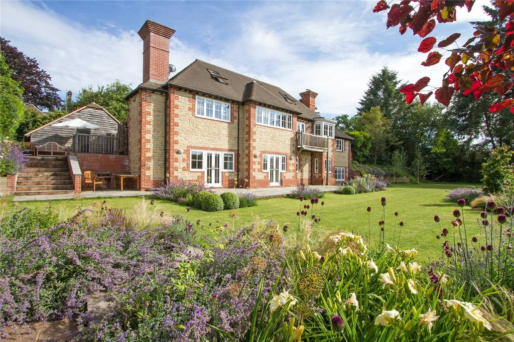 6 Bedrooms Detached House for sale in Courts Mount Road, Haslemere, Surrey