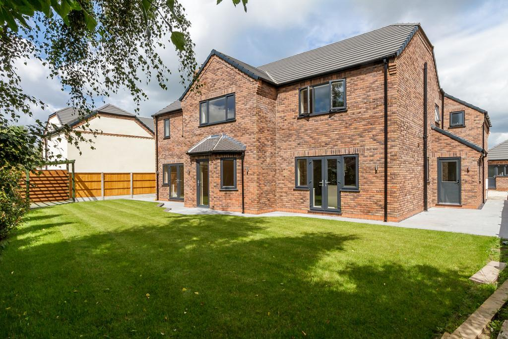 5 Bedrooms Detached House for sale in Shavington, Cheshire