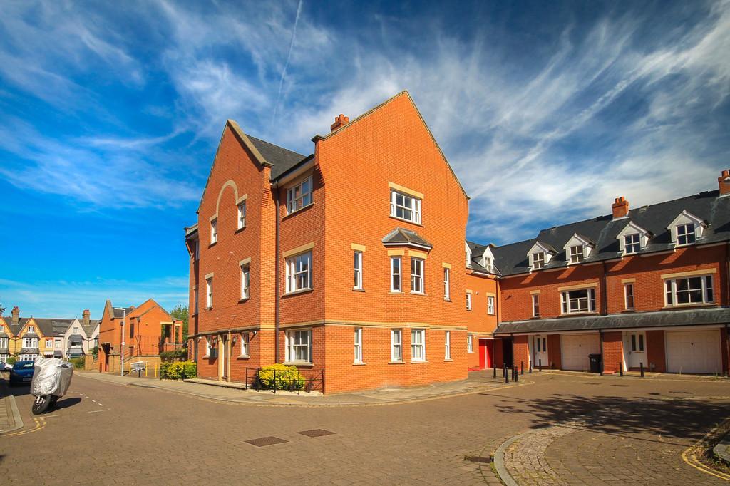 1 Bedroom Ground Flat for sale in Ravensworth Gardens, Cambridge