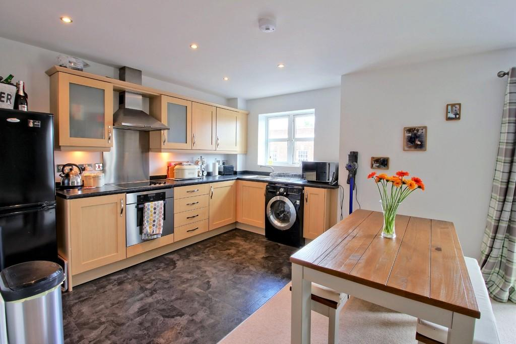 2 Bedrooms Apartment Flat for sale in Manor Gardens Close, Loughborough