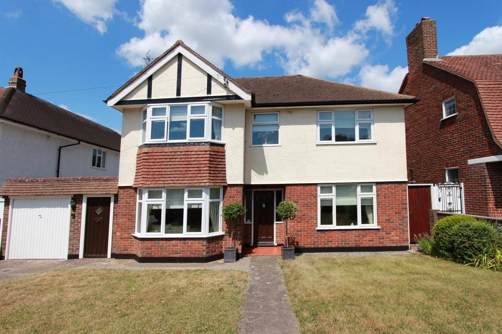 5 Bedrooms Detached House for sale in Great Tattenhams, Epsom Downs
