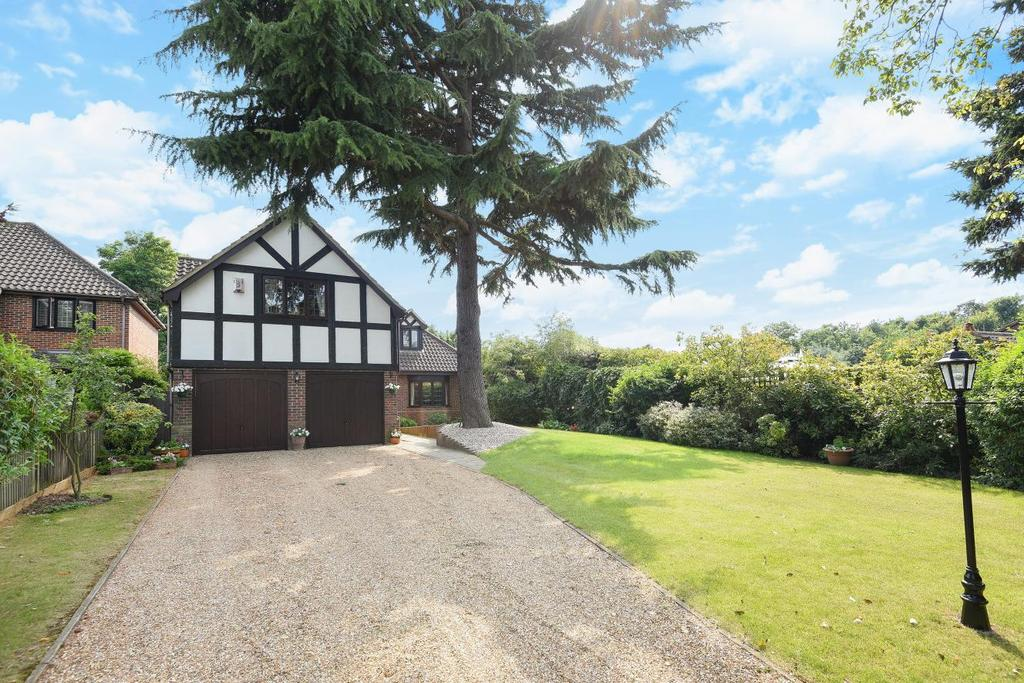 4 Bedrooms Detached House for sale in Wood Drive, Chislehurst, BR7