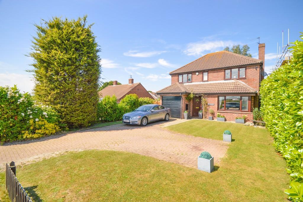 4 Bedrooms Detached House for sale in Red Barn Lane, Great Oakley