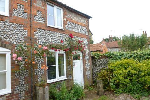 2 bedroom end of terrace house to rent - Holt