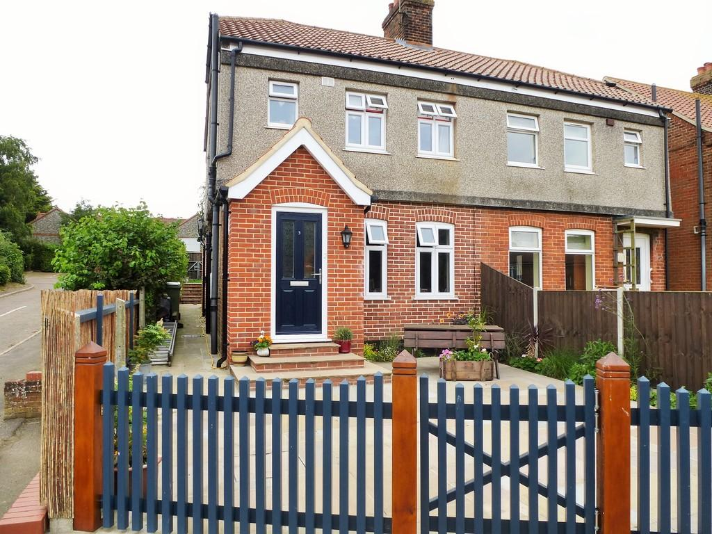 2 Bedrooms Semi Detached House for sale in Northrepps