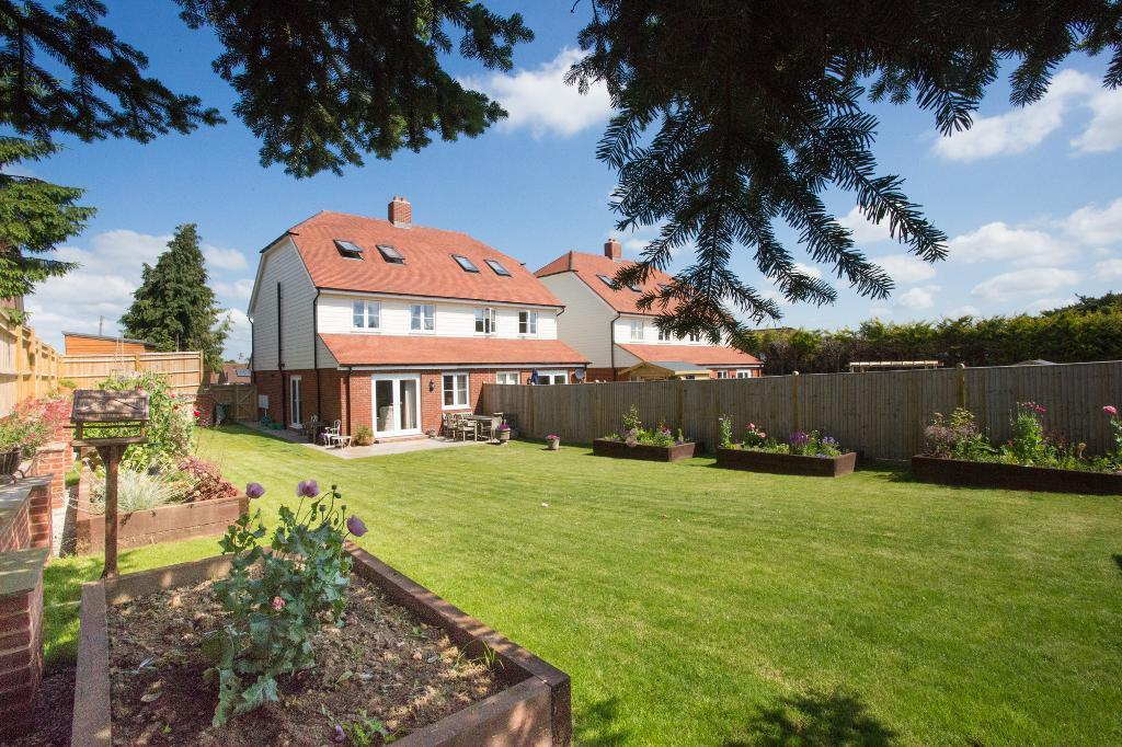 4 Bedrooms Semi Detached House for sale in Shrub Lane, Burwash, East Sussex, TN19 7BU