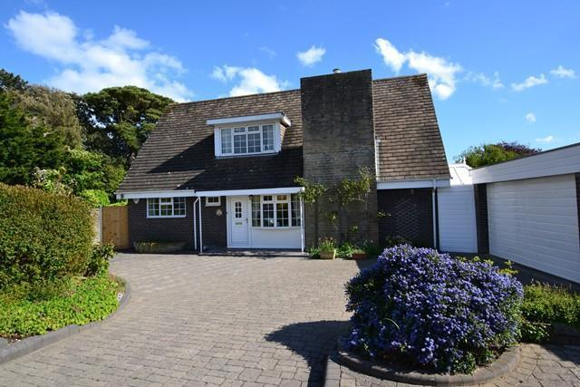 4 Bedrooms Detached House for sale in Clover Lane, Ferring, West Sussex, BN12 5LY