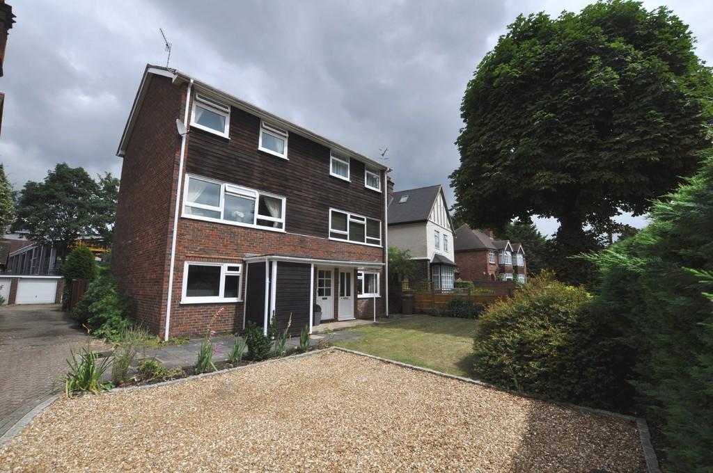 2 Bedrooms Maisonette Flat for sale in Josephs Road, Guildford