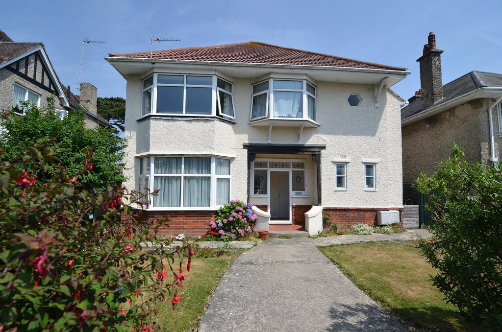 4 Bedrooms Detached House for sale in Heatherlea Road, Southbourne