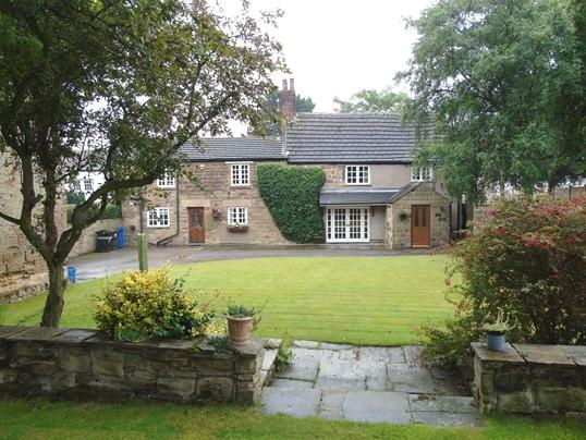 3 Bedrooms Detached House for sale in 42 Church Street, Brierley, Barnsley, S72 9HT