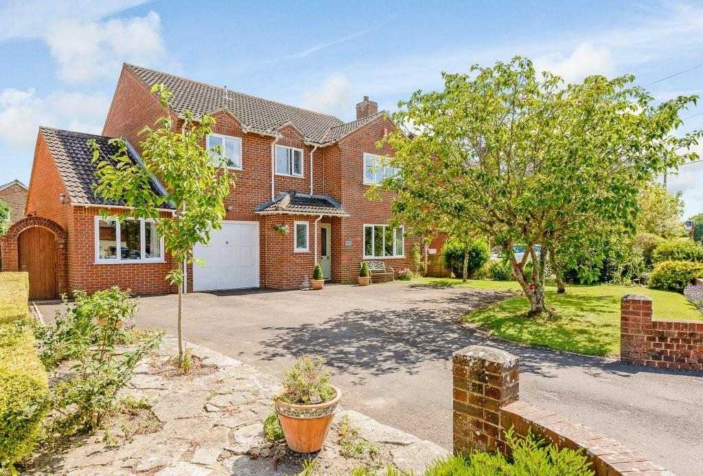 4 Bedrooms Detached House for sale in Kings Street, Sturminster Marshall