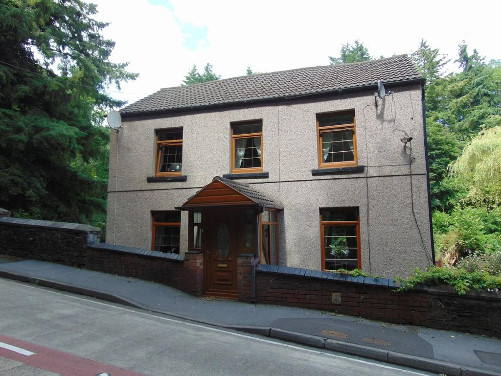 4 Bedrooms Detached House for sale in 74 Cwmbach Road