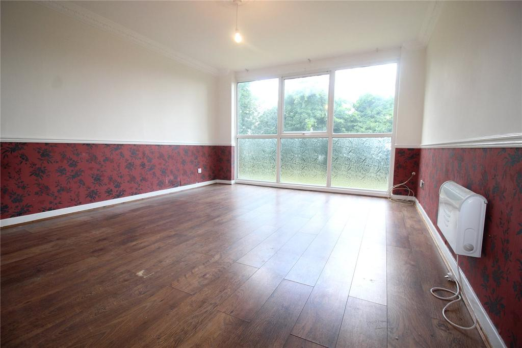2 Bedrooms Apartment Flat for sale in Menthone Place, Hornchurch, RM11