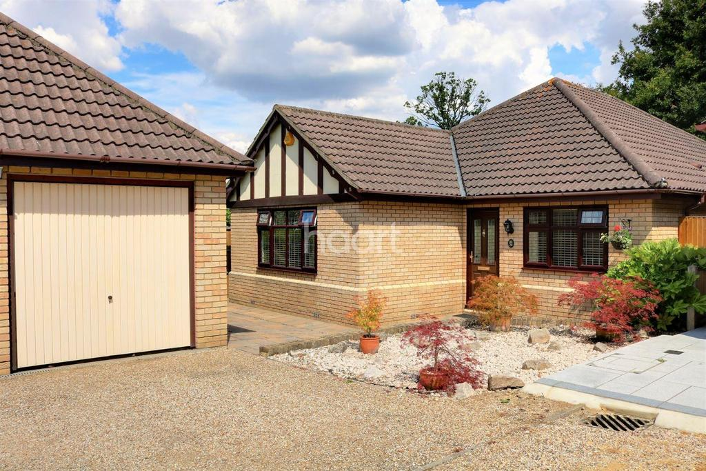 3 Bedrooms Bungalow for sale in Woodlands Road, Hockley