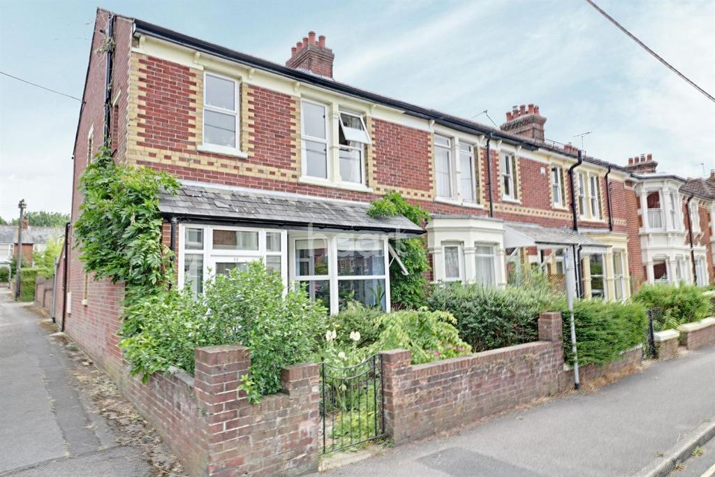 3 Bedrooms End Of Terrace House for sale in Sandringham Road, Petersfield