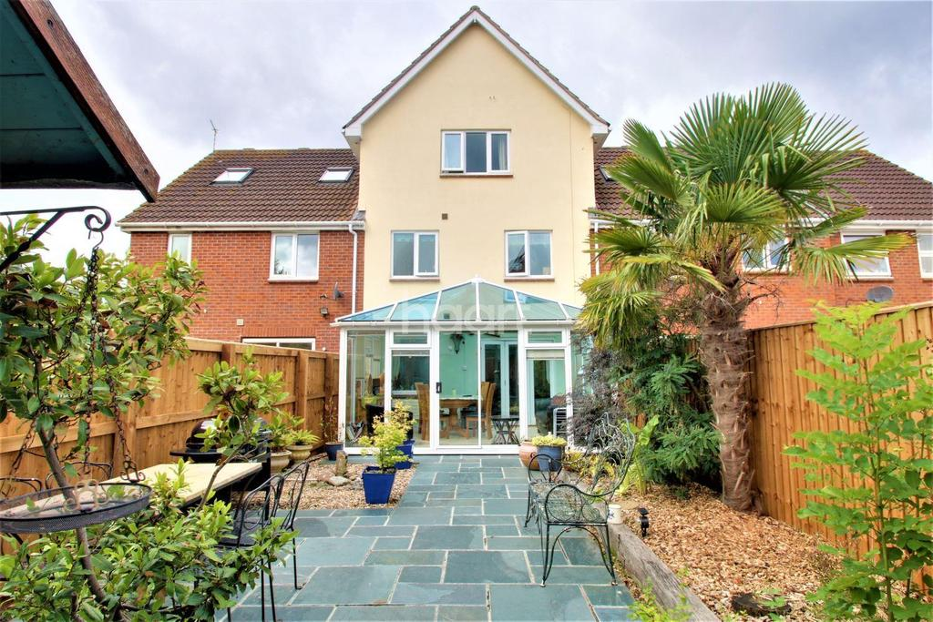 4 Bedrooms Terraced House for sale in Cranes Close, Taunton