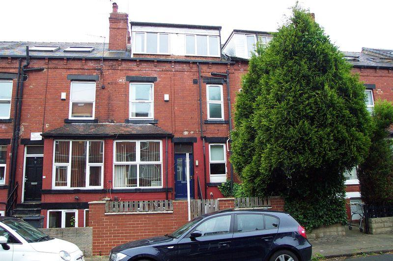 3 Bedrooms Terraced House for sale in Beechwood View, Leeds
