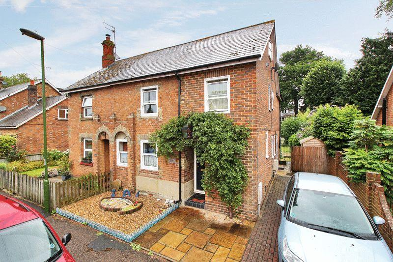 4 Bedrooms Semi Detached House for sale in Trafalgar Road, Horsham