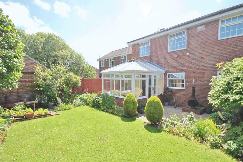 4 Bedrooms Detached House for sale in Low Grange Avenue, Billingham