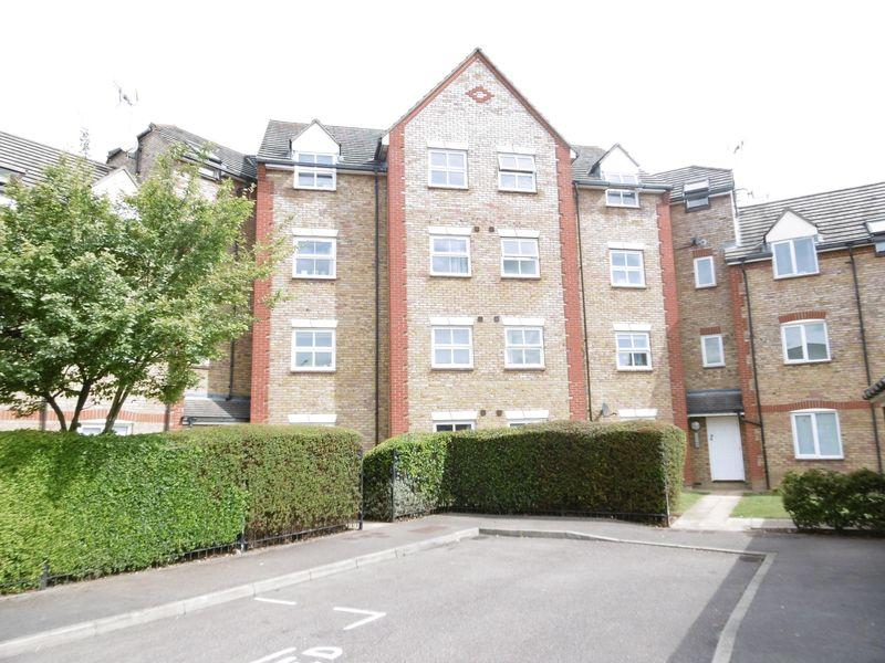 2 Bedrooms Flat for sale in Victoria Gate, Church Langley
