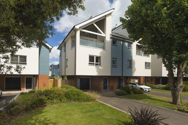 4 Bedrooms Semi Detached House for sale in Hythe
