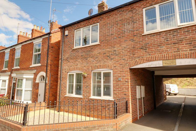 3 Bedrooms Terraced House for sale in Ferriby Road, Barton-Upon-Humber