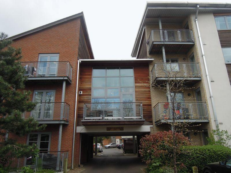 2 Bedrooms Flat for sale in Windmill Road, Slough - Shared Ownership
