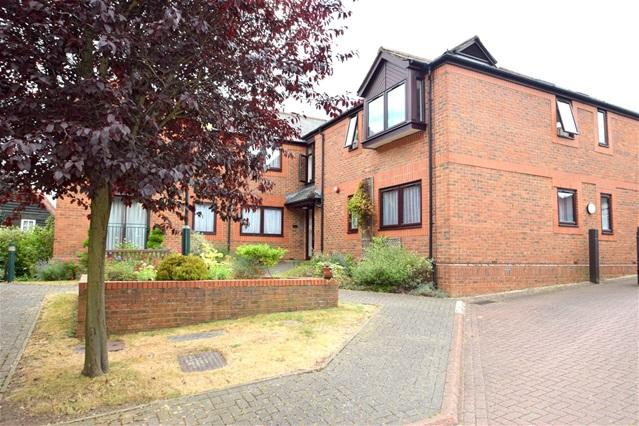 2 Bedrooms Flat for sale in High Street, Kings Langley