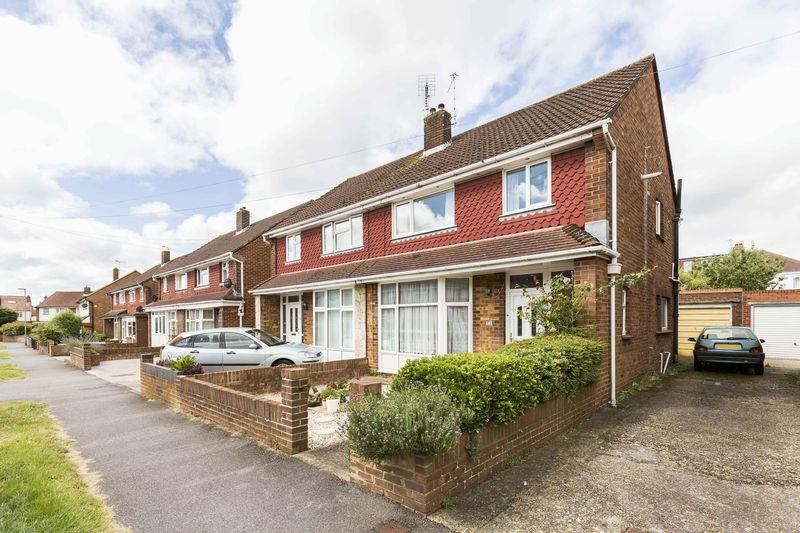 3 Bedrooms Semi Detached House for sale in Southbourne Avenue, Portsmouth