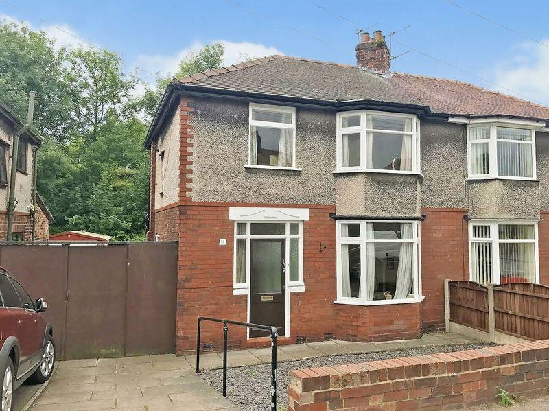 3 Bedrooms Semi Detached House for sale in Latham Avenue, Old Runcorn