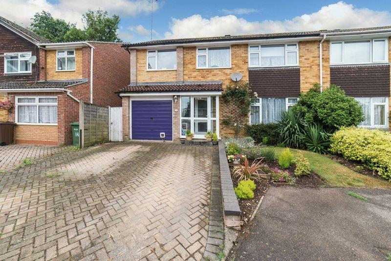 4 Bedrooms Semi Detached House for sale in Saberton Close, Redbourn