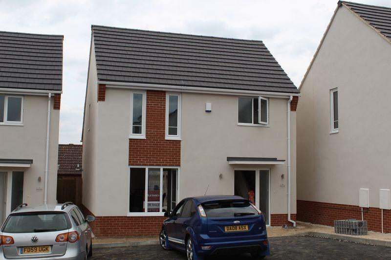 3 Bedrooms Detached House for sale in Gray's Close, Oundle Road, Thrapston